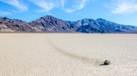Dolina Śmierci, Racetrack – wędrujące kamienie