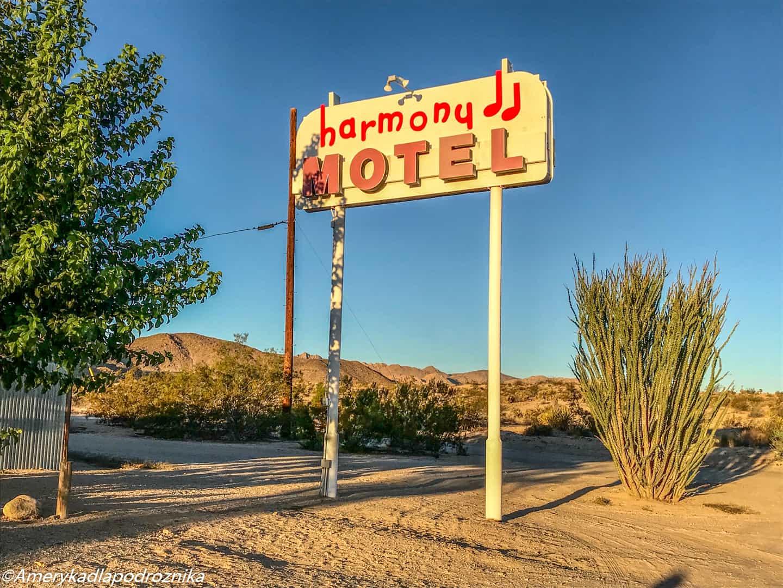 joshua tree U2 harmony motel